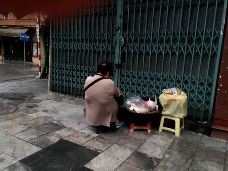 Nguoi Ha Noi co ro don con lanh dau mua - Anh 3
