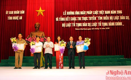 Phat dong le huong ung Ngay Phap luat Viet Nam nam 2016 - Anh 2