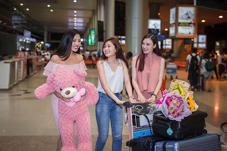 'Nu hoang trang suc' Phuong Chi lan loi nua dem ra san bay don Nguyen Thi Loan - Anh 7
