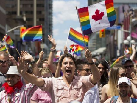 Website di tru Canada lien tuc 'sap' truoc su thang the cua Donald Trump - Anh 3