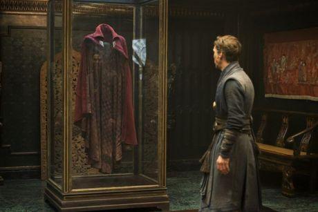 Khong ai khac, chiec ao choang cua Doctor Strange moi la 'dien vien' hut fan nhat! - Anh 4