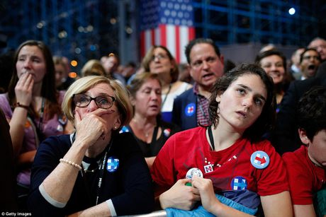 Chum anh: Khoc cuoi cung ong Trump va ba Clinton - Anh 13