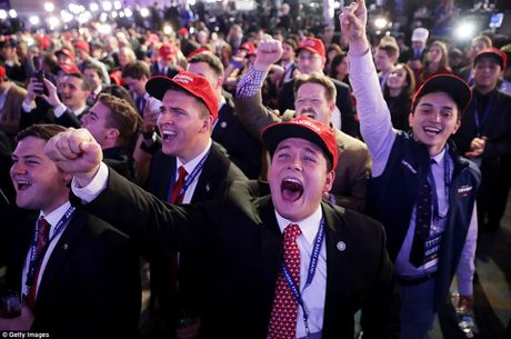 Chum anh: Khoc cuoi cung ong Trump va ba Clinton - Anh 2