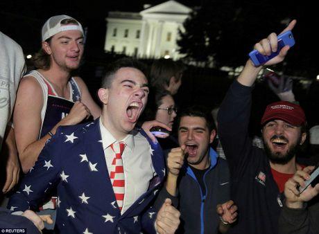 Chum anh: Khoc cuoi cung ong Trump va ba Clinton - Anh 5