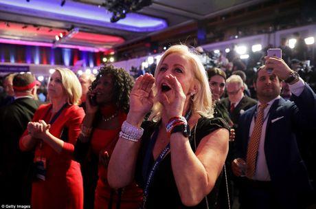 Chum anh: Khoc cuoi cung ong Trump va ba Clinton - Anh 8