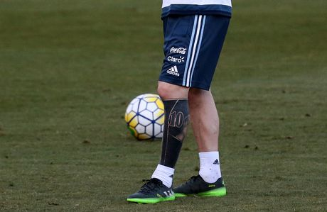 Messi xam hinh doc dao truoc dai chien Brazil - Anh 2