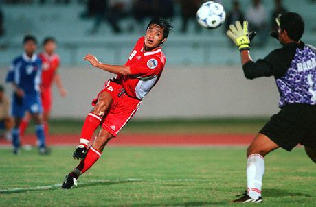 Tran Viet Nam - Indonesia vao top 3 khoanh khac AFF Cup - Anh 1