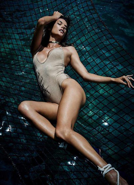 Thien than noi y cua hang Victoria's Secret khoe duong cong ruc lua - Anh 4