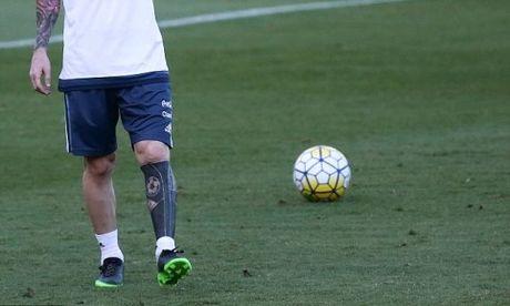 Bi che toi boi, Messi xoa hinh xam theo cach chang giong ai - Anh 1