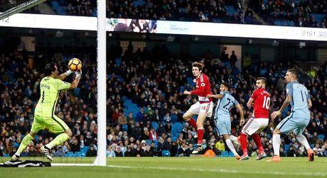 Man United va Man City dang gap van de gi o Premier League? - Anh 2