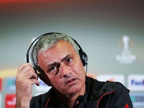 Mourinho co the 'tu diet' minh vi xu ly van de o Man United kieu... mafia? - Anh 2
