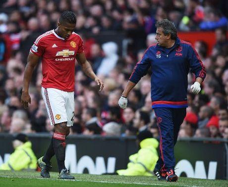 Mourinho BAT NGO doi dieu tra noi bo doi ngu y te Man United - Anh 2