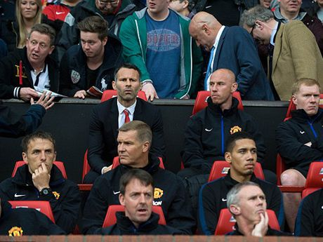 Man United muon gay soc, moi Paul Scholes tro lai Old Trafford - Anh 3