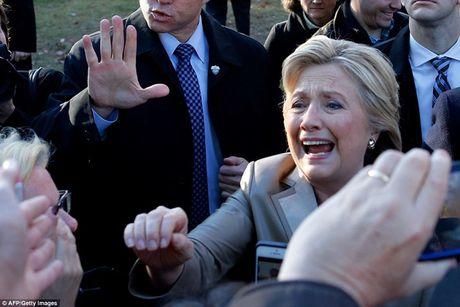 Chum anh gia dinh ba Clinton di bo phieu bau Tong thong - Anh 1