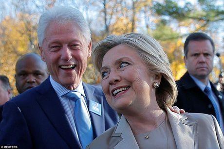 Chum anh gia dinh ba Clinton di bo phieu bau Tong thong - Anh 2