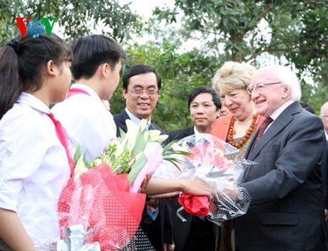 Tong thong Ireland Michael D. Higgins tham tinh Quang Tri - Anh 1
