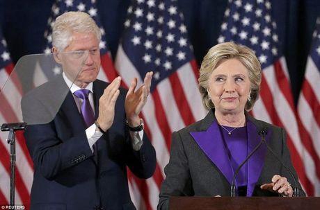 Ba Clinton noi gi sau that bai soc va cay dang? - Anh 1