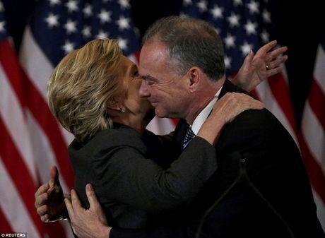 Ba Clinton noi gi sau that bai soc va cay dang? - Anh 2