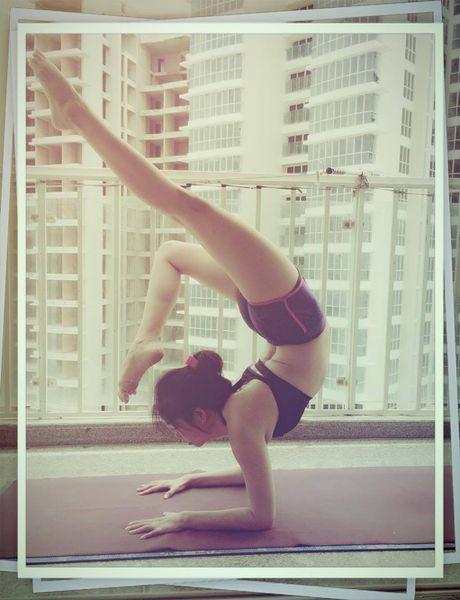 Ba me 8X xinh dep 'deo nhu keo keo' nho tap yoga - Anh 11