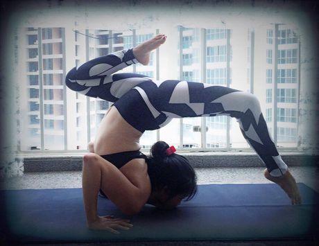 Ba me 8X xinh dep 'deo nhu keo keo' nho tap yoga - Anh 12