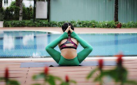 Ba me 8X xinh dep 'deo nhu keo keo' nho tap yoga - Anh 5
