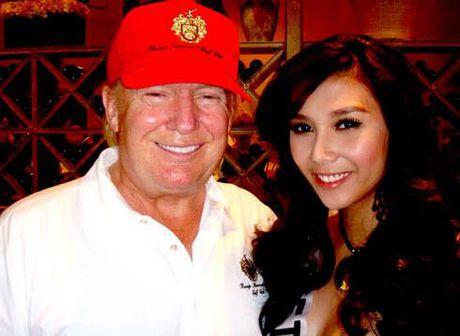 A hau Viet chup anh cung Donald Trump va catwalk qua dinh - Anh 1