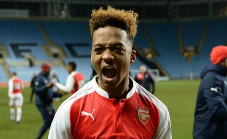 M.U muon 'cuop' sao tre cua Arsenal - Anh 1
