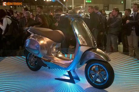 'Soi' truoc xe tay ga chay dien Piaggio Vespa Elettrica - Anh 7