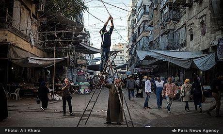 Cuoc song o khu dan cu rinh rap hiem nguy tai Aleppo - Anh 2