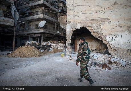 Cuoc song o khu dan cu rinh rap hiem nguy tai Aleppo - Anh 6