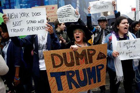 Chien thang cua Trump va con hoang loan cua nguoi My - Anh 1