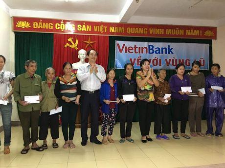 VietinBank Ha Tinh: Ung ho 3 ty dong ho tro nguoi dan bi thiet hai do lu lut - Anh 2