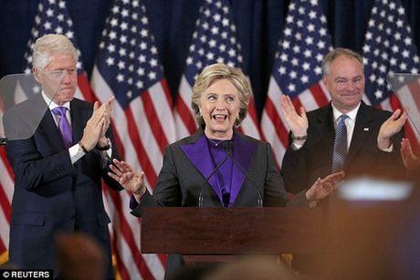 """Ba Clinton: """"Donald Trump se la tong thong cua chung ta"""" - Anh 1"""