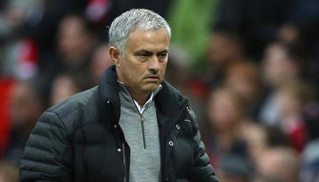 Mourinho dieu tra bo phan y te M.U - Anh 1