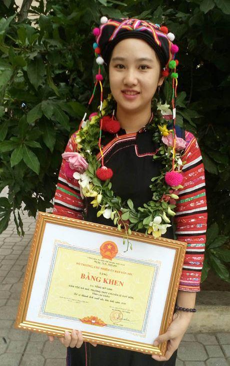 Co gai Ha Nhi hai lan duoc gap Chu tich nuoc - Anh 1