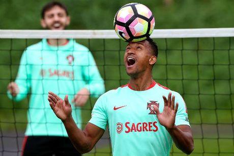 Ronaldo dang cap hon Ronaldinho, xung dang doat QBV - Anh 5