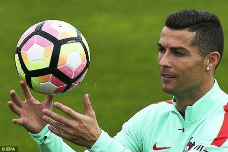 Ronaldo dang cap hon Ronaldinho, xung dang doat QBV - Anh 6