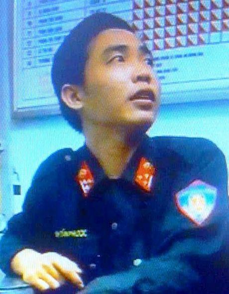 """""""Thuong uy canh sat co dong"""" rom, chan nguoi giua duong de chiem doat tai san - Anh 1"""