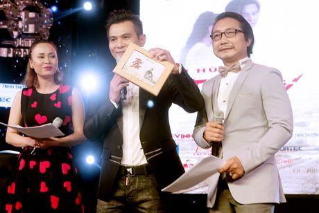 "Lam Hung ""ngan ngo"" khi album vua phat hanh da ban sach - Anh 8"