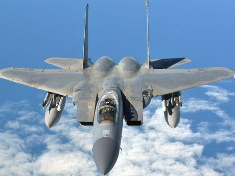 My nang cap manh me F-15 vi e ngai J-10 cua Trung Quoc - Anh 1