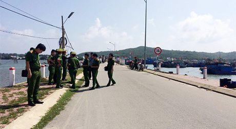 Quang Ngai: Dam thung tim ban nhau roi ra dau thu - Anh 1