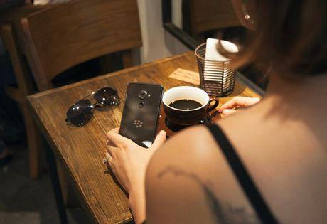 Blackberry DTEK60 lo gia ban 14 trieu tai Viet Nam - Anh 1