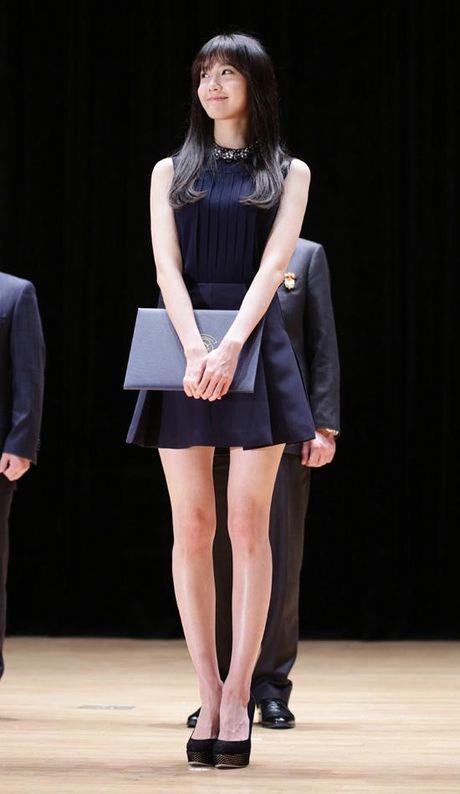 Khong phai Yoona, day moi la co gai 'ban trai quoc dan' Lee Seung Gi nhin ngam moi ngay - Anh 16