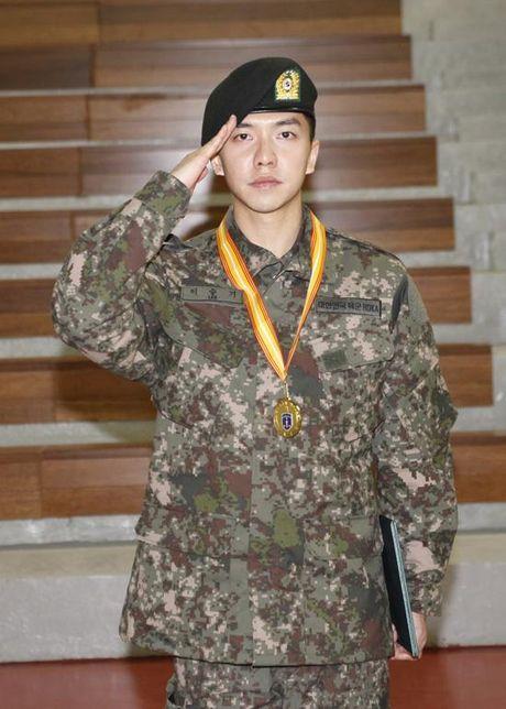 Khong phai Yoona, day moi la co gai 'ban trai quoc dan' Lee Seung Gi nhin ngam moi ngay - Anh 4