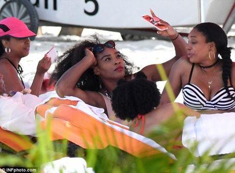 Sao quan vot Serena Williams khoe vong 3 ngon ngon voi bikini - Anh 4