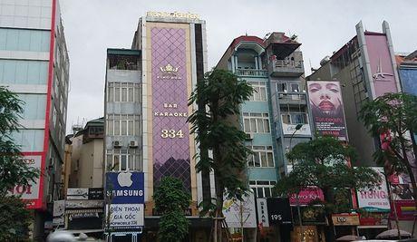 Ha Noi: Ton tai hang loat bien quang cao karaoke 'khung' de chay no tham khoc - Anh 1