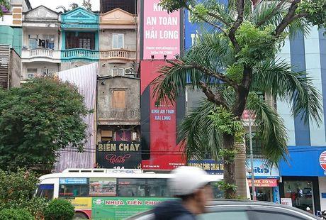 Ha Noi: Ton tai hang loat bien quang cao karaoke 'khung' de chay no tham khoc - Anh 3