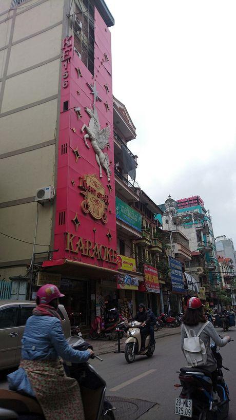 Ha Noi: Ton tai hang loat bien quang cao karaoke 'khung' de chay no tham khoc - Anh 4