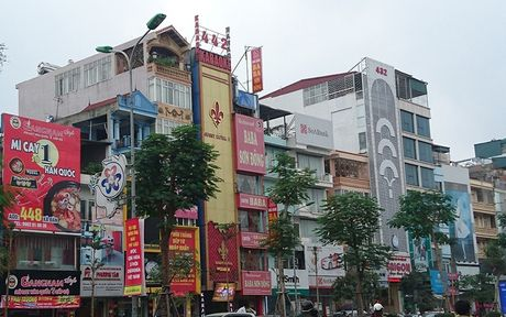 Ha Noi: Ton tai hang loat bien quang cao karaoke 'khung' de chay no tham khoc - Anh 8