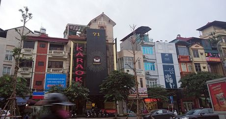 Ha Noi: Ton tai hang loat bien quang cao karaoke 'khung' de chay no tham khoc - Anh 9